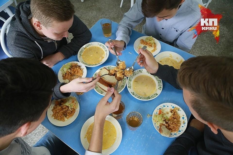 Красноярским родителям посоветовали высказаться оменю школьных столовых