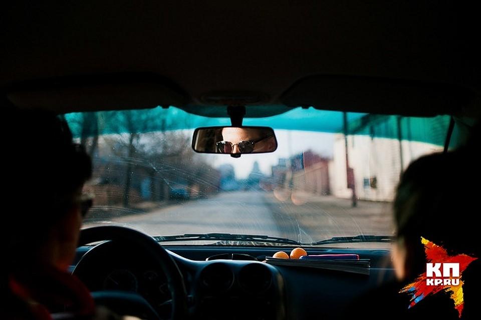 ВАстрахани таксисту запроезд всучили поддельную купюру