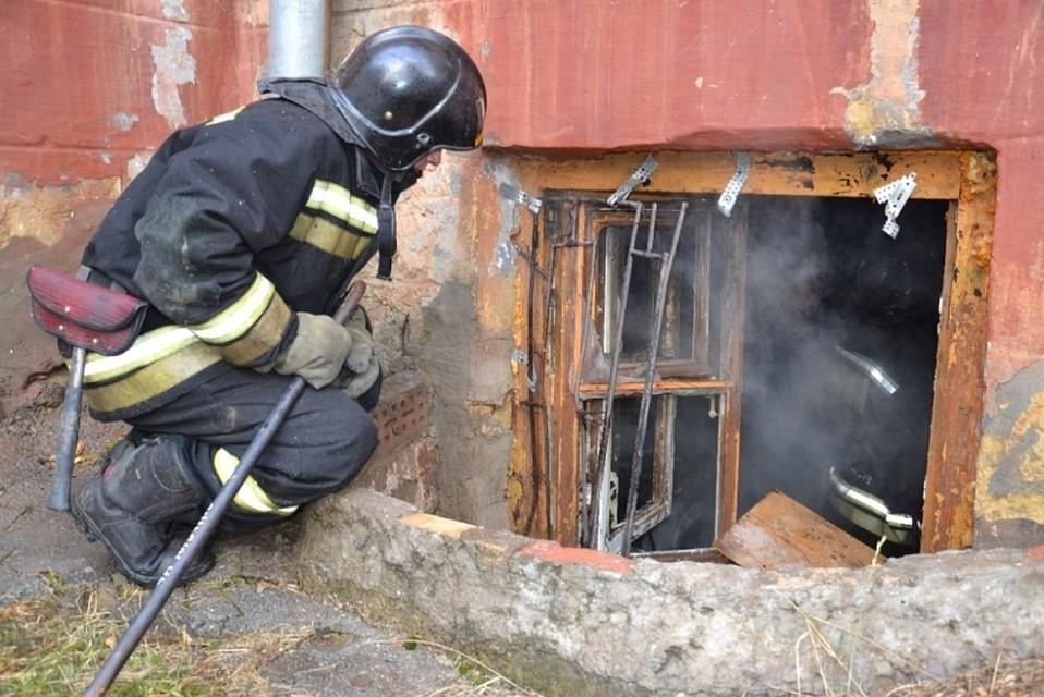4-летнего ребенка сожогами вытянули изгорящего подвала дома