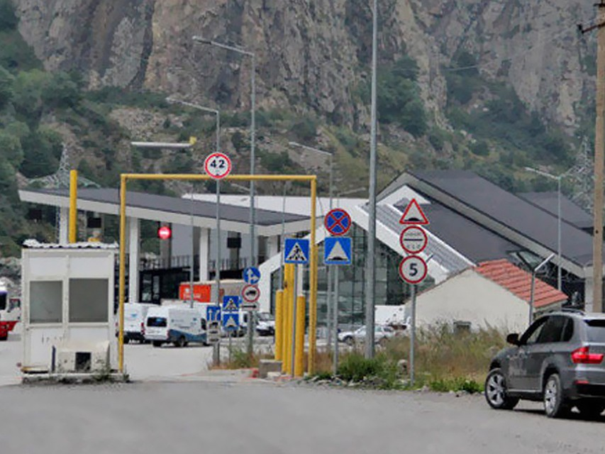 Военно-Грузинскую дорогу вСеверной Осетии закрыли для фургонов
