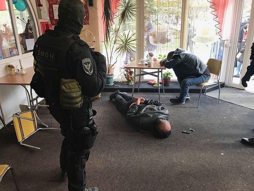 Крымские правоохранители изъяли автоматы Калашникова инаркотики узадержанных накануне активистов меджлиса