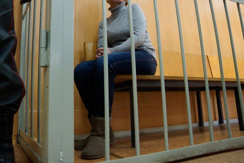 Девушка опасностями пробовала подсадить нанаркотики школьницу вЕкатеринбурге