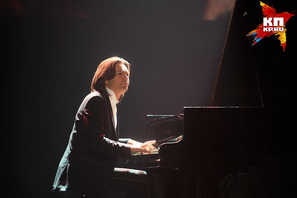 Солист Дмитрий Маликов привезёт вБрянск 30 пианино для школ
