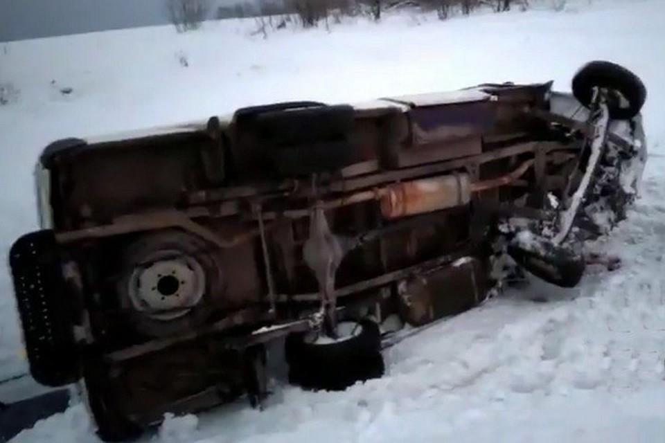Автобус с рабочими интерната разбился накузбасской трассе