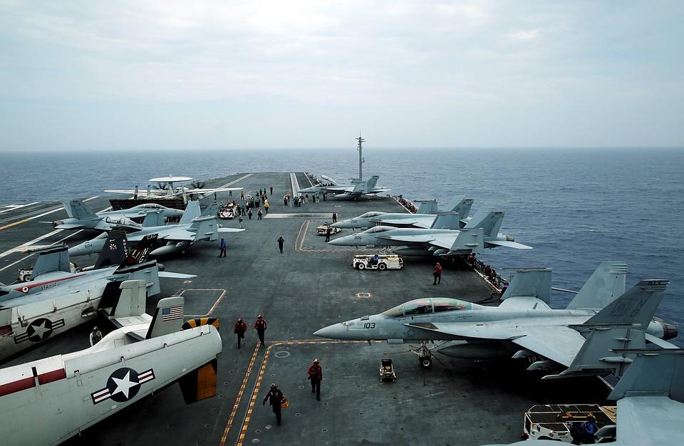 ВЯпонии надетсад упал кусок военного самолета США