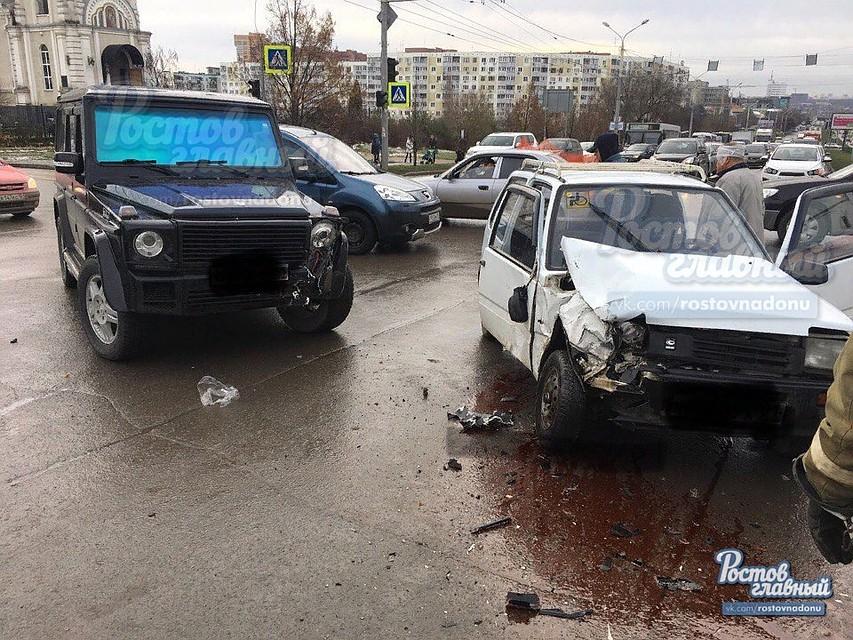ВРостове-на-Дону наСеверном столкнулись ОКА и«Мерседес»