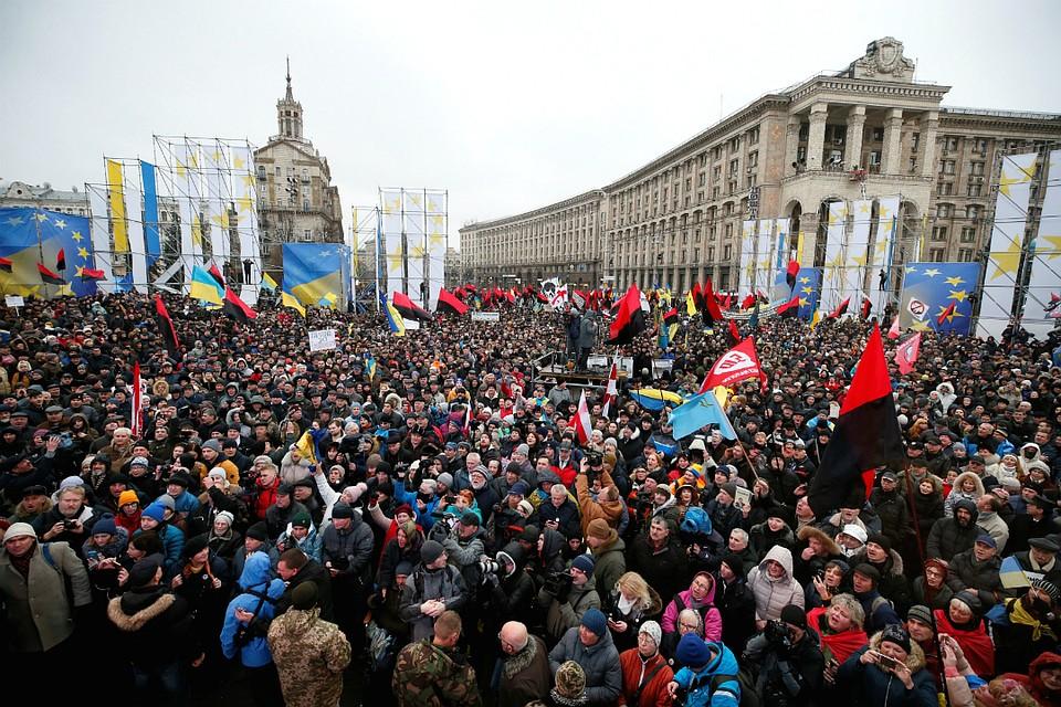 Сторонники Саакашвили пришли наМайдан итребуют импичмента Порошенко