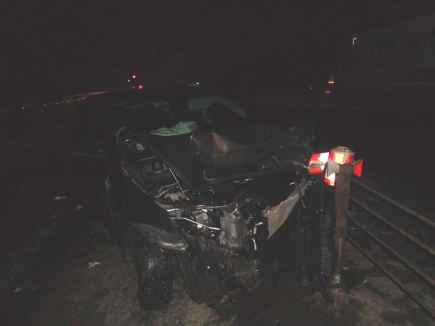 Под Тамбовом Лада Vesta врезалась вотбойник и фургон