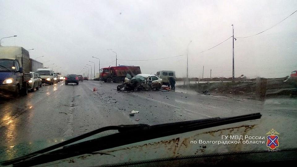 ВВолгограде столкнулись автовоз и иностранная машина, есть погибшие - милиция