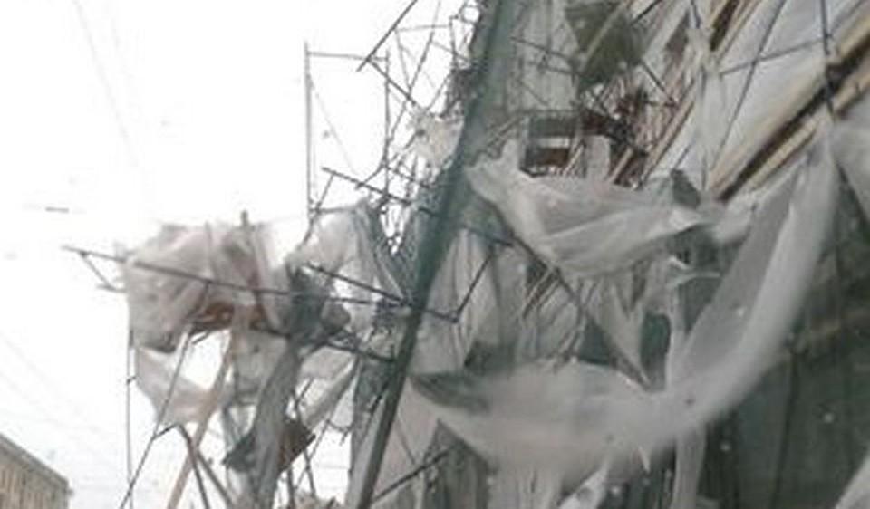 НаСтачек намашины рухнули строительные леса