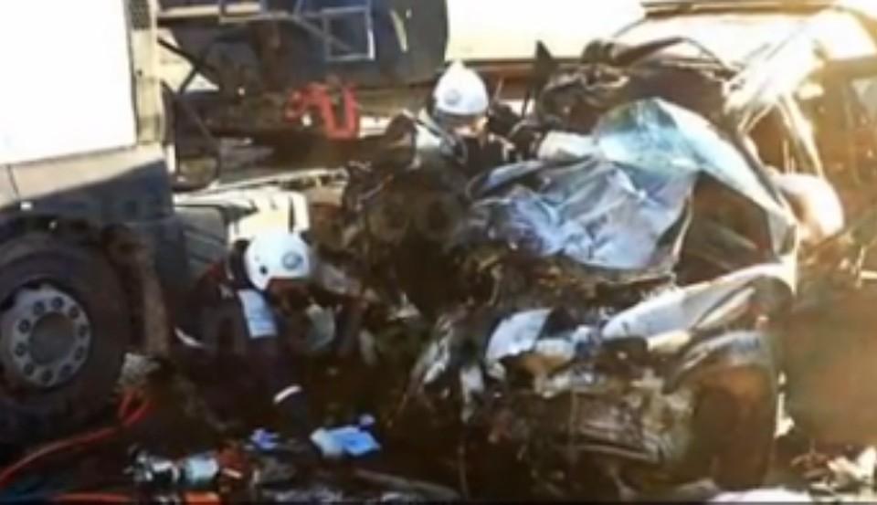 Две женщины погибли, врезавшись в грузовой автомобиль налегковушке под Армавиром