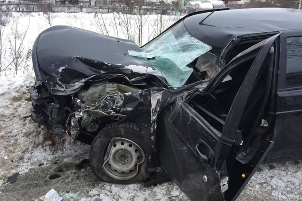 ВМарий Элвстолкновении автобуса и«легковушки» пострадали семь человек