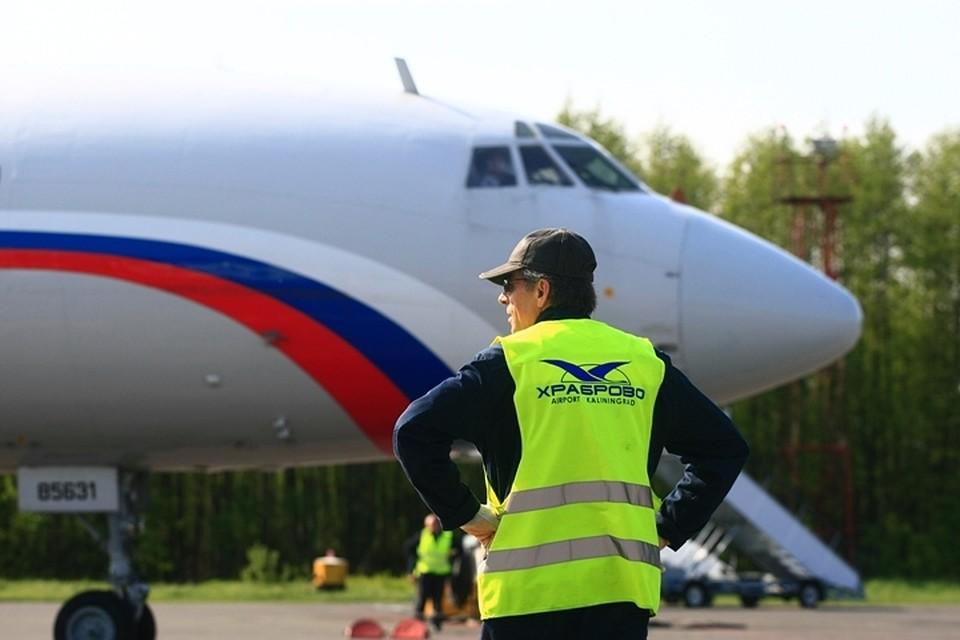 Пассажира самолета ударили ножом всердце занестиранные носки