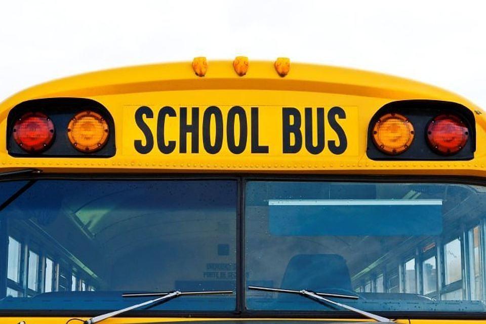 Назападе Канады ученический автобус столкнулся с фургоном