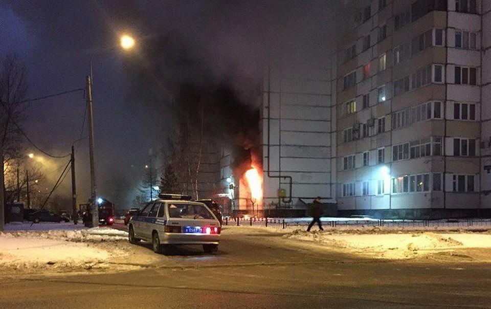 15 человек эвакуировали из-за квартирного пожара наЛени Голикова