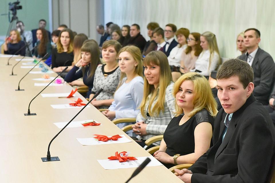 Губернатор Брянской области вручил ключи отновых квартир 38 сиротам
