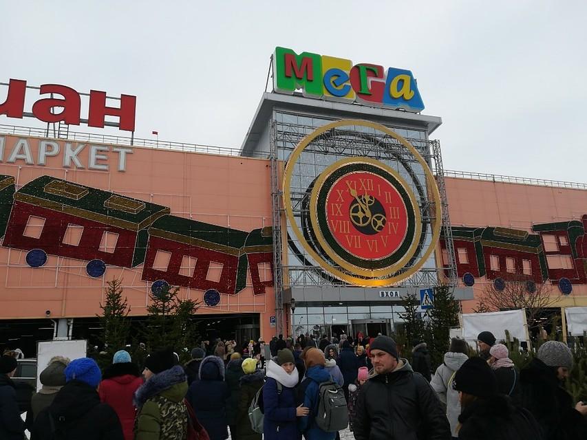 ВОмске вновь эвакуируют большие  торговые центры
