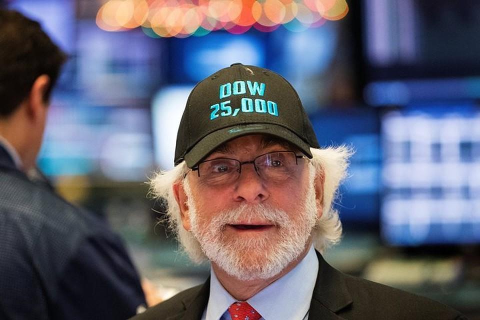Американский индустриальный фондовый индекс Dow Jones превысил показатель в25 тыс. пунктов