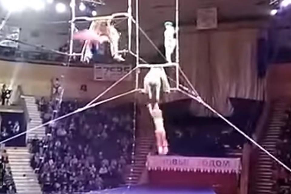 Падение воздушной гимнастки вовремя выступления вгомельском цирке попало видео