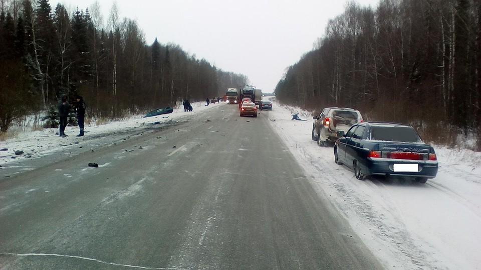 ВУдмуртии семь человек пострадали вмассовом ДТП стремя автомобилями