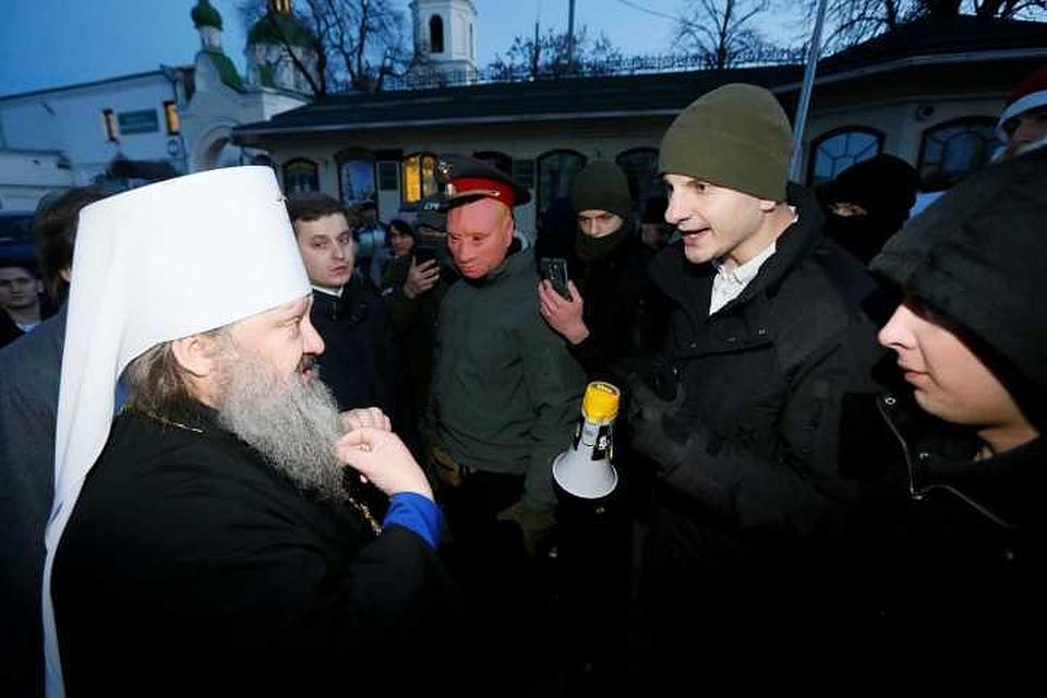 Украинские радикалы разблокировали заезд  вКиево-Печерскую лавру