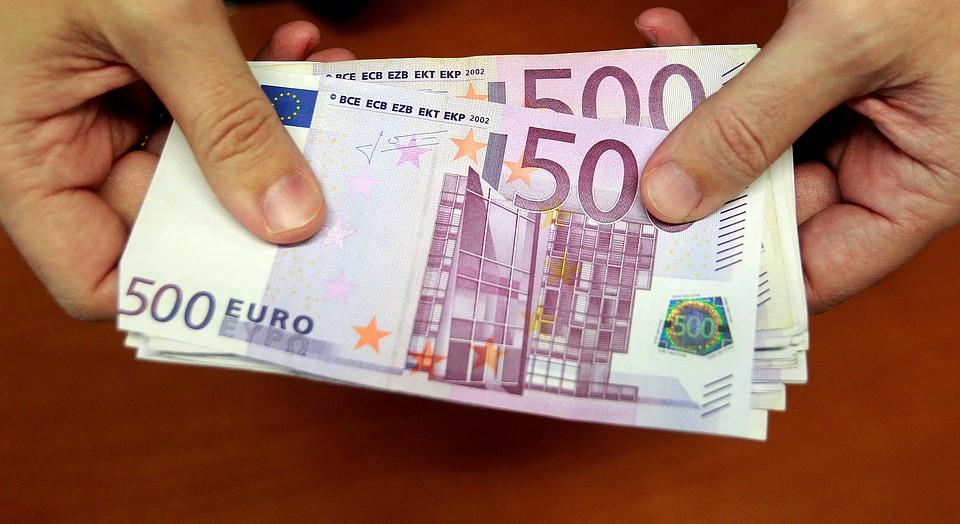 Биржевой курс евро вырос до70 руб впервый раз сдекабря