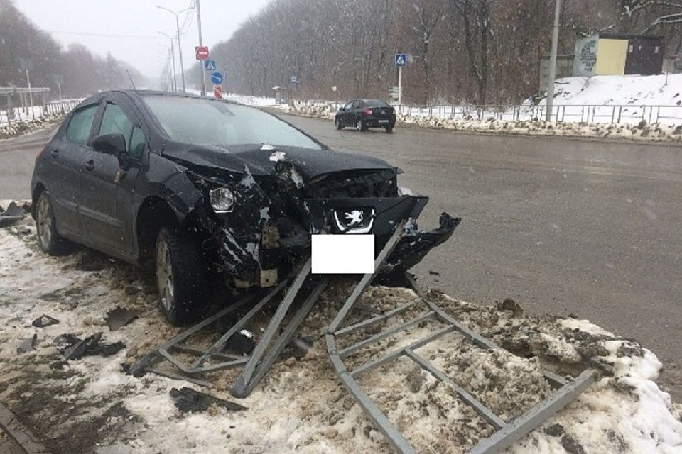Нетрезвый шофёр снёс дорожное ограждение вСтаврополе