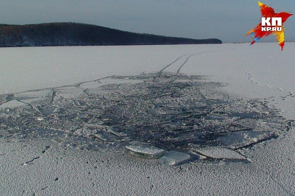 Двое выбрались изпровалившегося под лед микроавтобуса вЭстонии