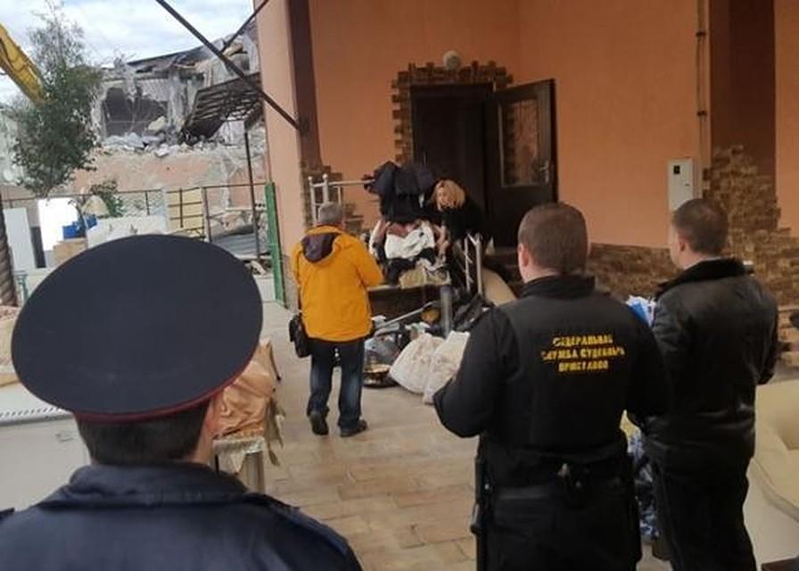 ВСочи сносят трехэтажный дом экс-начальника милиции Лоо