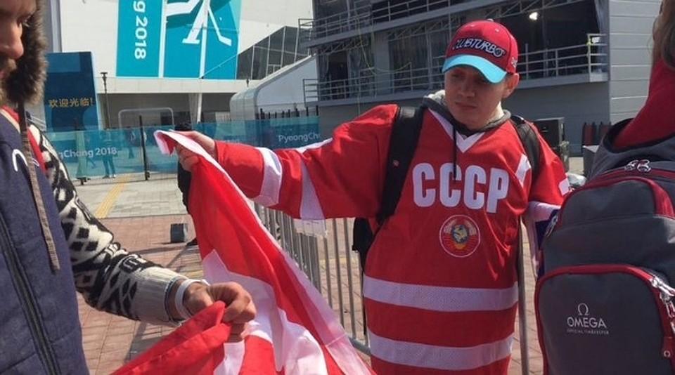 Русский поклонник в потасовке сдесятью канадцами добыл флаг ихстраны
