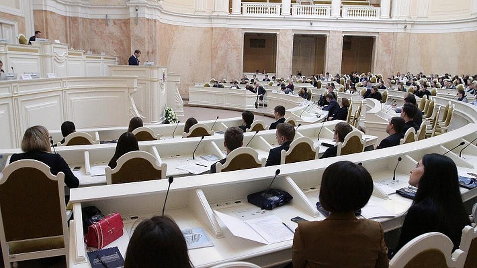 Народные избранники Петербурга провалили законодательный проект омитингах наДворцовой