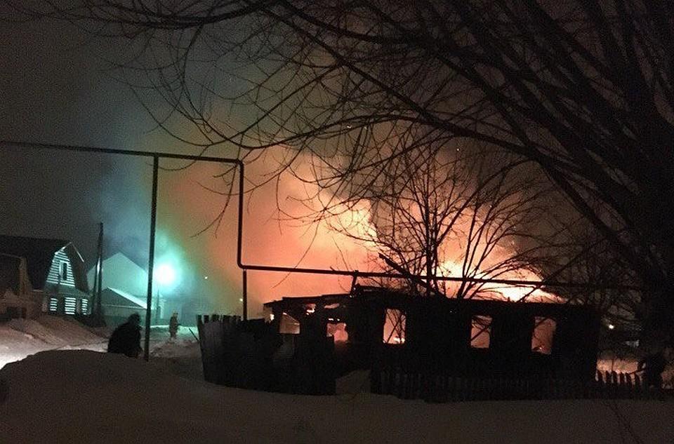Врезультате сильного возгорания вСамарской области вжилом доме погибли 4 человека