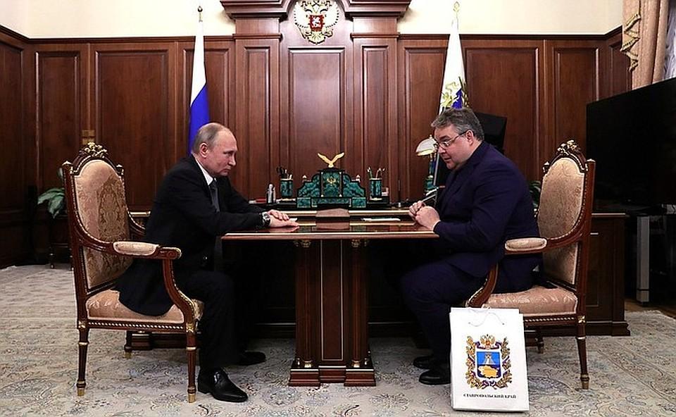 Президент Владимир Путин иГубернатор Ставрополья Владимиров обсудили развитие региона навстрече