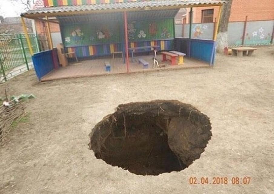 Часть детского сада вТаганроге поглотила огромная яма