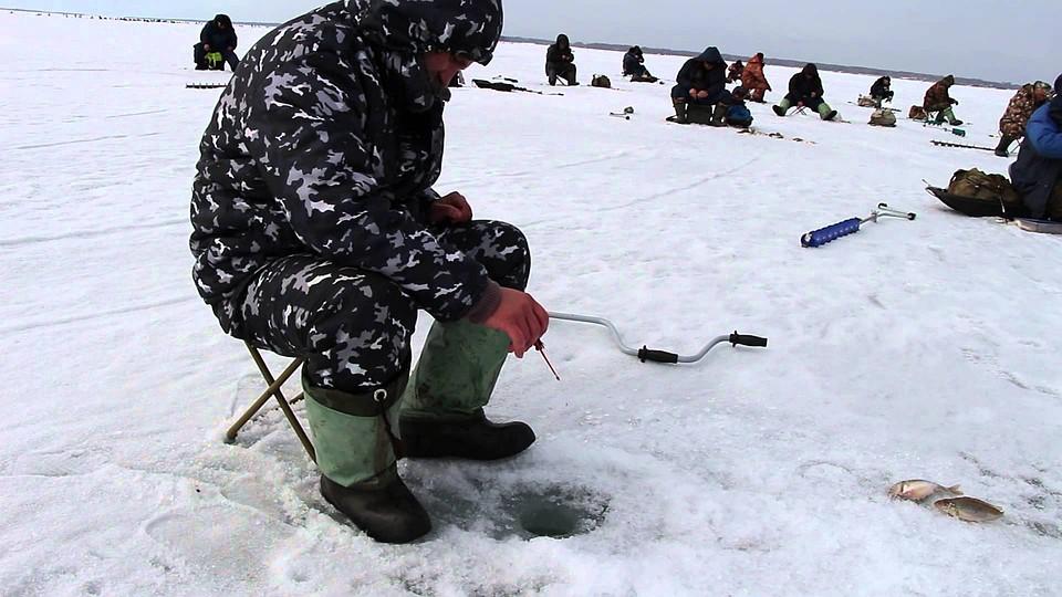 ВПриморье 30 рыбаков спаслись соторвавшейся льдины
