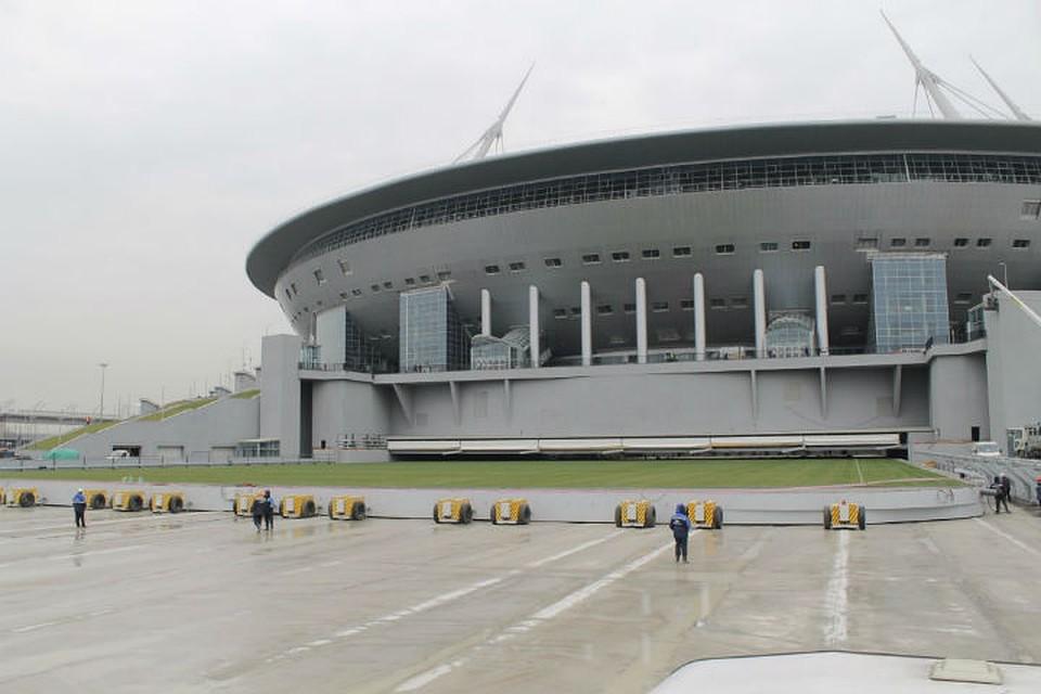 Поле стадиона «Санкт-Петербург» выкатят из-под крыши 18апреля