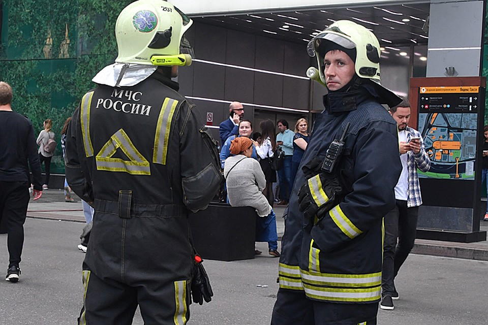 Изжилого дома в российской столице эвакуируют людей из-за угрозы обрушения соседнего здания