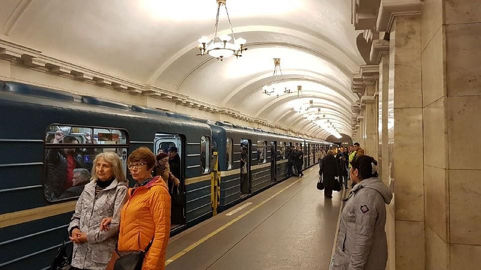 Движение напервой линии метро Петербурга частично парализовано