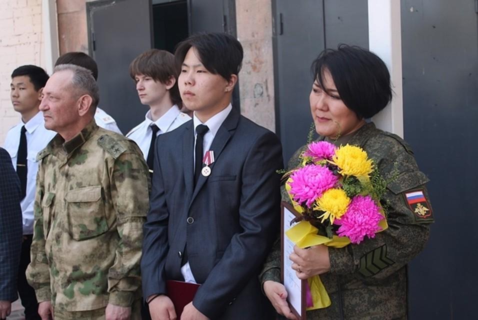 Спасавший детей при нападении нашколу вУлан-Удэ старшеклассник награжден