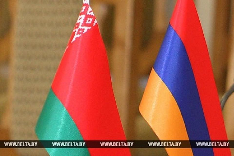 Лукашенко иСаркисян втелефонном разговоре обсудили ситуацию вАрмении