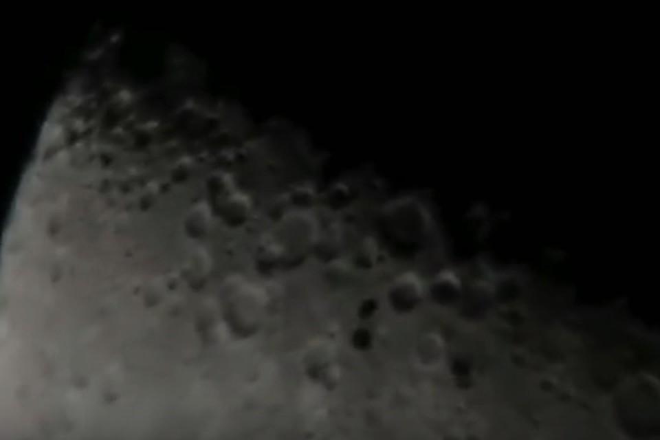 Нафоне Луны пролетели три загадочные тени