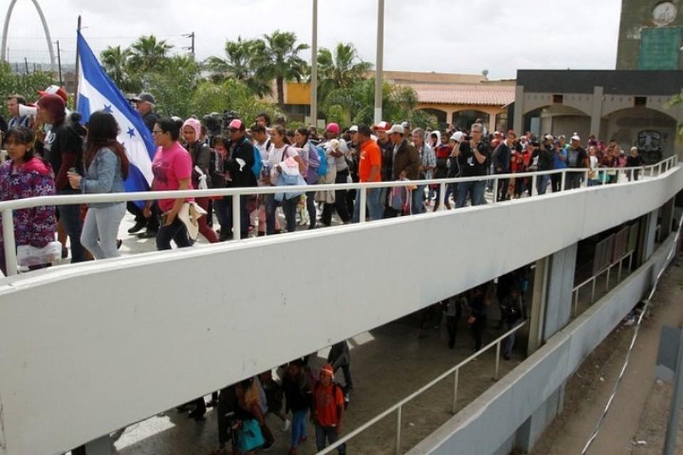 Cотни граждан Центральной Америки хотят массово просить убежище вСША