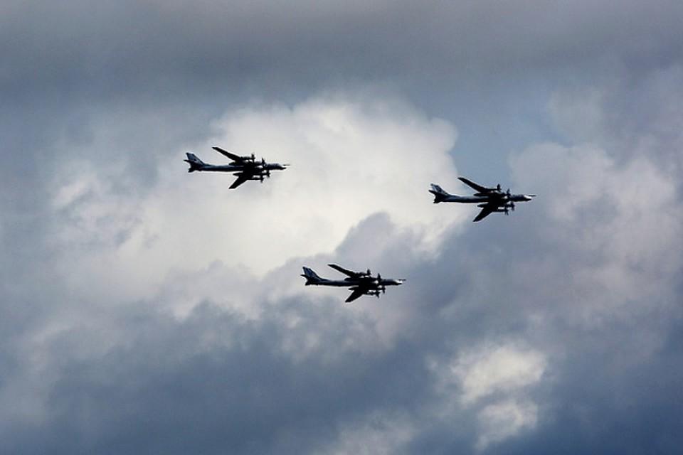 Стратегические бомбардировщикиРФ провели полёты над Северным Ледовитым океаном