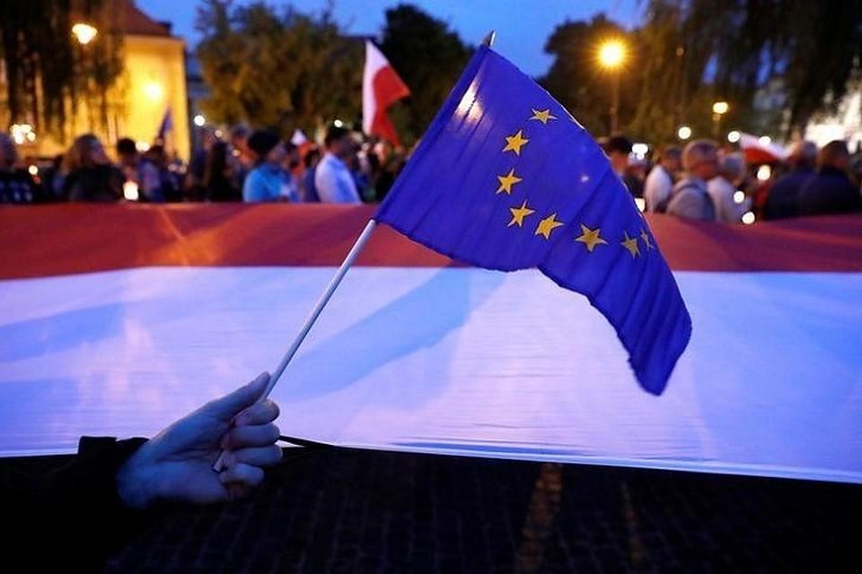 Всемейную ссору Венгрии с государством Украина должно вмешаться НАТО— МИД Польши