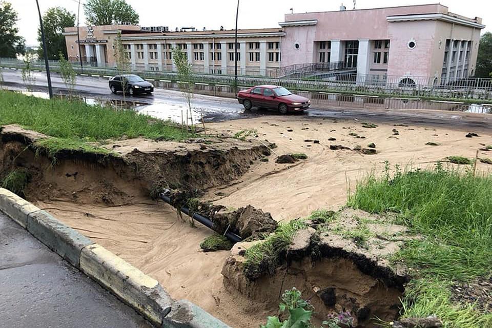 Относительно недавно построенная набережная обвалилась вНижнем Новгороде после дождя