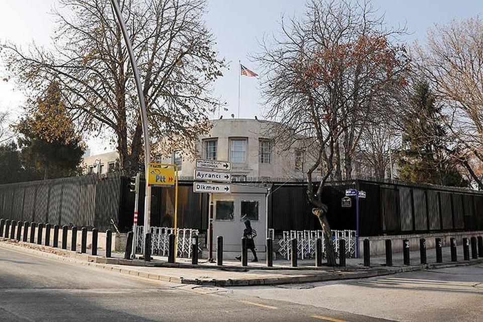В Турции обстреляли здание американского посольства