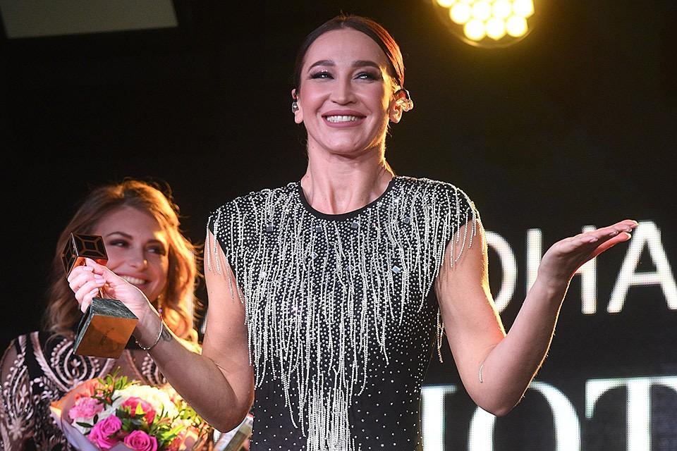 Бузова переименовала Лещенко навручении музыкальной премии