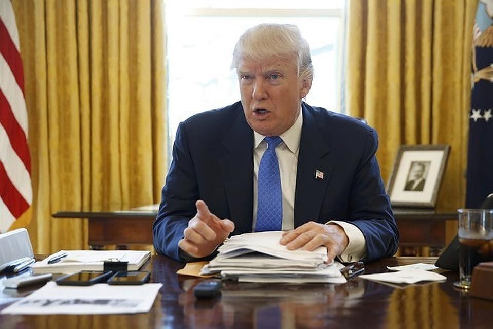 Трамп расширил действие военного закона навыпуск аппаратов ИВЛ
