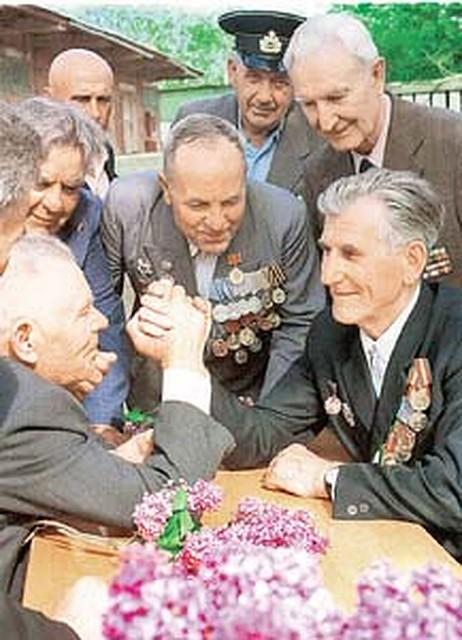 Где найти работу водителя пенсионеру в москве