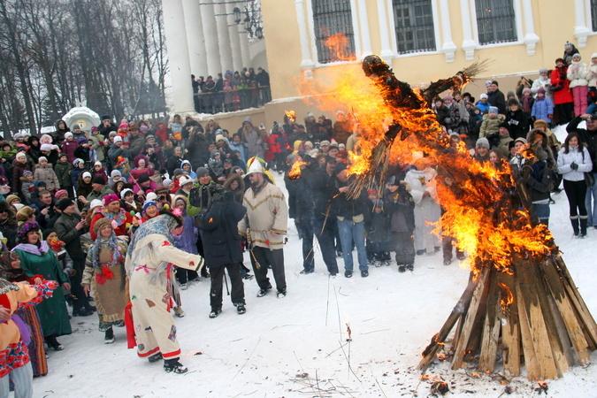 Программа празднования Главной Масленицы страны - 2012: http://www.kp.ru/daily/25827/2803624/